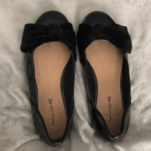 American Eagle velvet bow patent leather flats